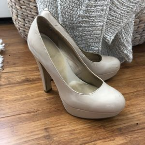 Nude patent leather guess platform heels 6.5